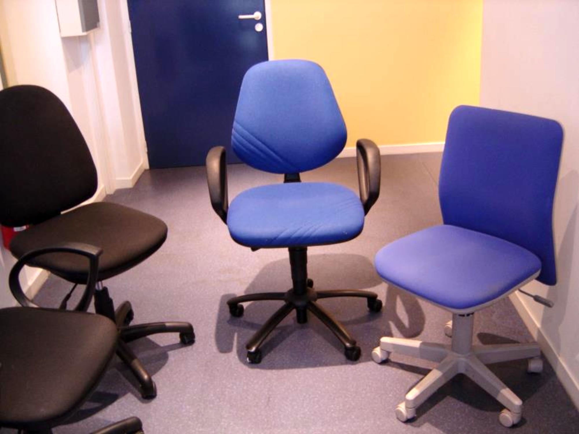chaises de bureau au choix modeles varies tres belle qualite bleu marron noir fauteuil d. Black Bedroom Furniture Sets. Home Design Ideas