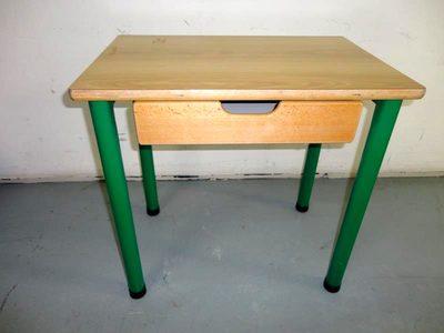 table simple avec casier mobilier scolaire d 39 occasion aux ench res agorastore. Black Bedroom Furniture Sets. Home Design Ideas