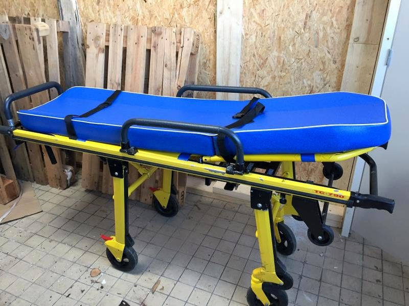 chariot brancard d 39 ambulance v hicule de secours d 39 occasion aux ench res agorastore. Black Bedroom Furniture Sets. Home Design Ideas