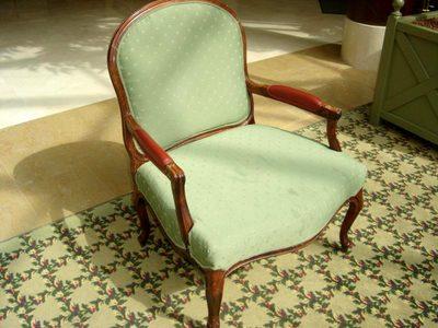 fauteuil de bar extra large bois et tissu vert chaise d 39 occasion aux ench res agorastore. Black Bedroom Furniture Sets. Home Design Ideas