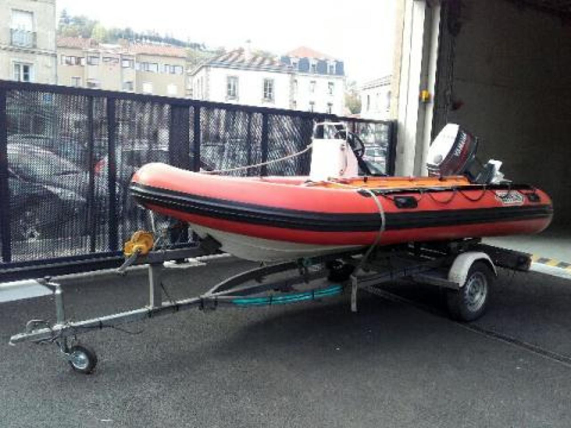 Bateau pneumatique semi rigide remorque bateau - Pneumatique semi rigide ...