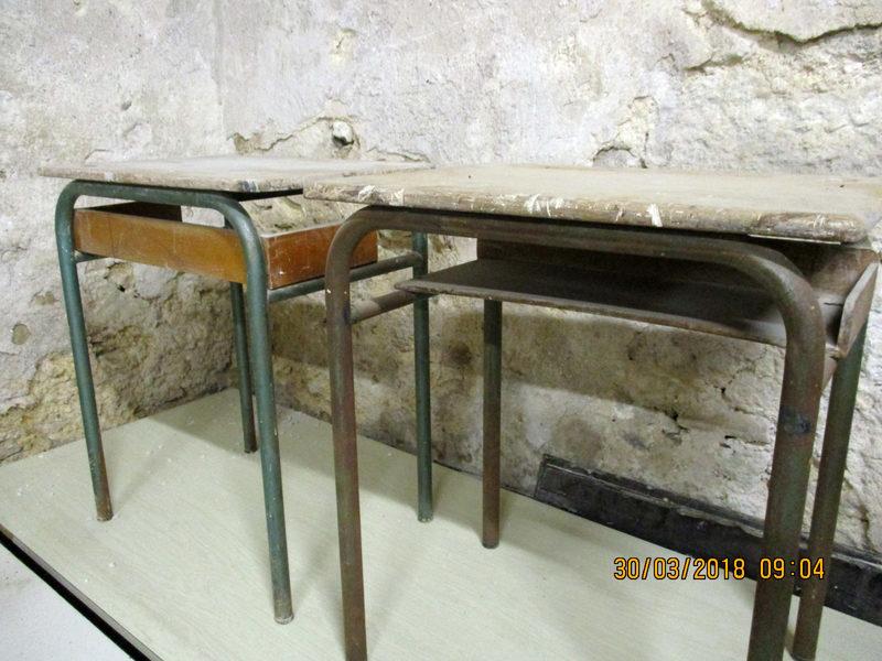 Lot de bureaux écoliers vintage état usagé bureau d