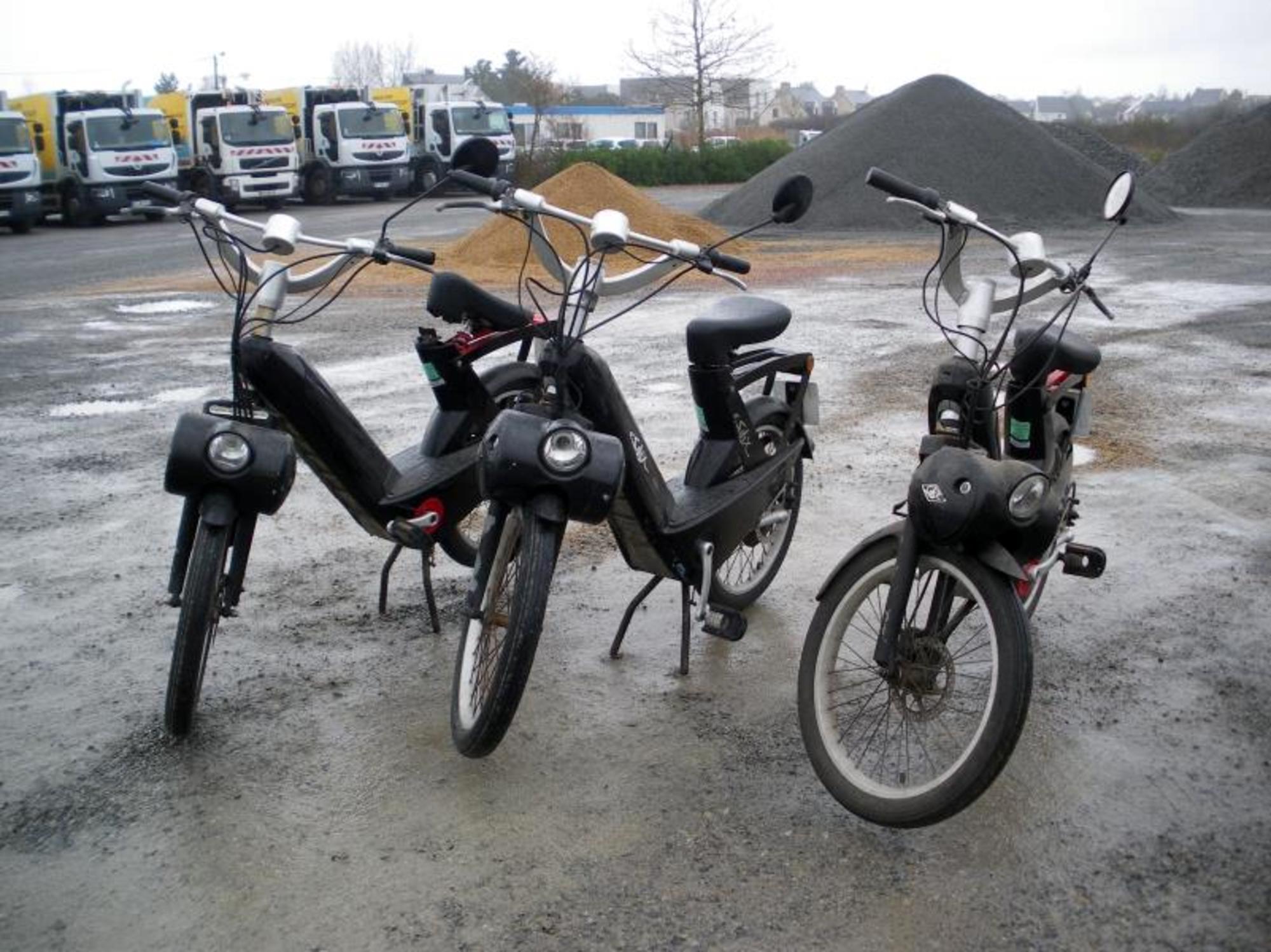 lot de 3 e solex moto scooter 2 roues d 39 occasion aux ench res agorastore. Black Bedroom Furniture Sets. Home Design Ideas