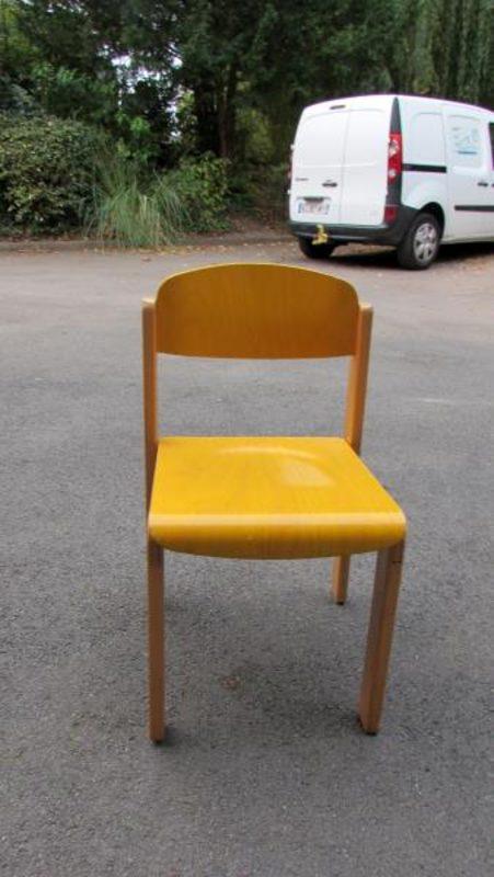 chaise enfant hauteur assise 34 cm coloris jaune mobilier scolaire d 39 occasion aux ench res. Black Bedroom Furniture Sets. Home Design Ideas
