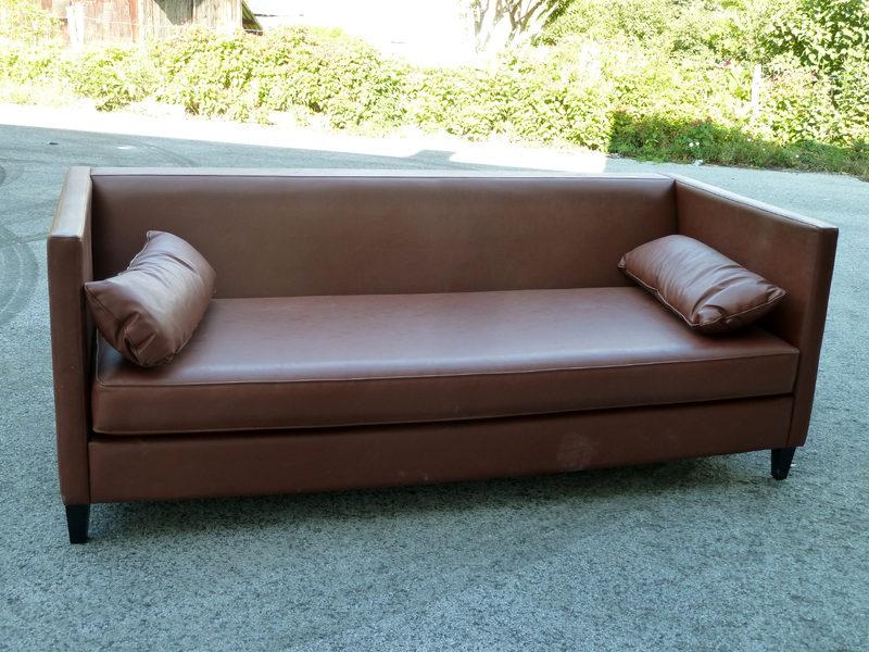 lot de 2 canap s en sky ancien h tel splendid fauteuil d 39 occasion aux ench res agorastore. Black Bedroom Furniture Sets. Home Design Ideas