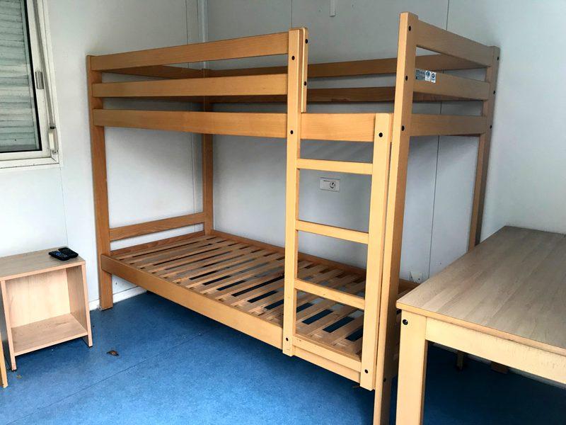 Un lit superpos en bois massif vernis autres mobiliers - Caravane 5 places lits superposes ...