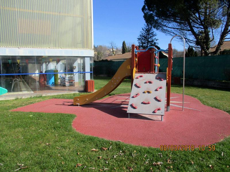 structure multi jeux ext rieur pour enfant toboggan mur. Black Bedroom Furniture Sets. Home Design Ideas