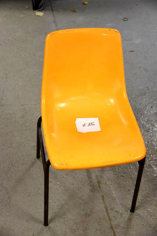Aux Chaises Orange De 19 Lot Coque D'occasion Empilables Chaise OXPNnwZ80k