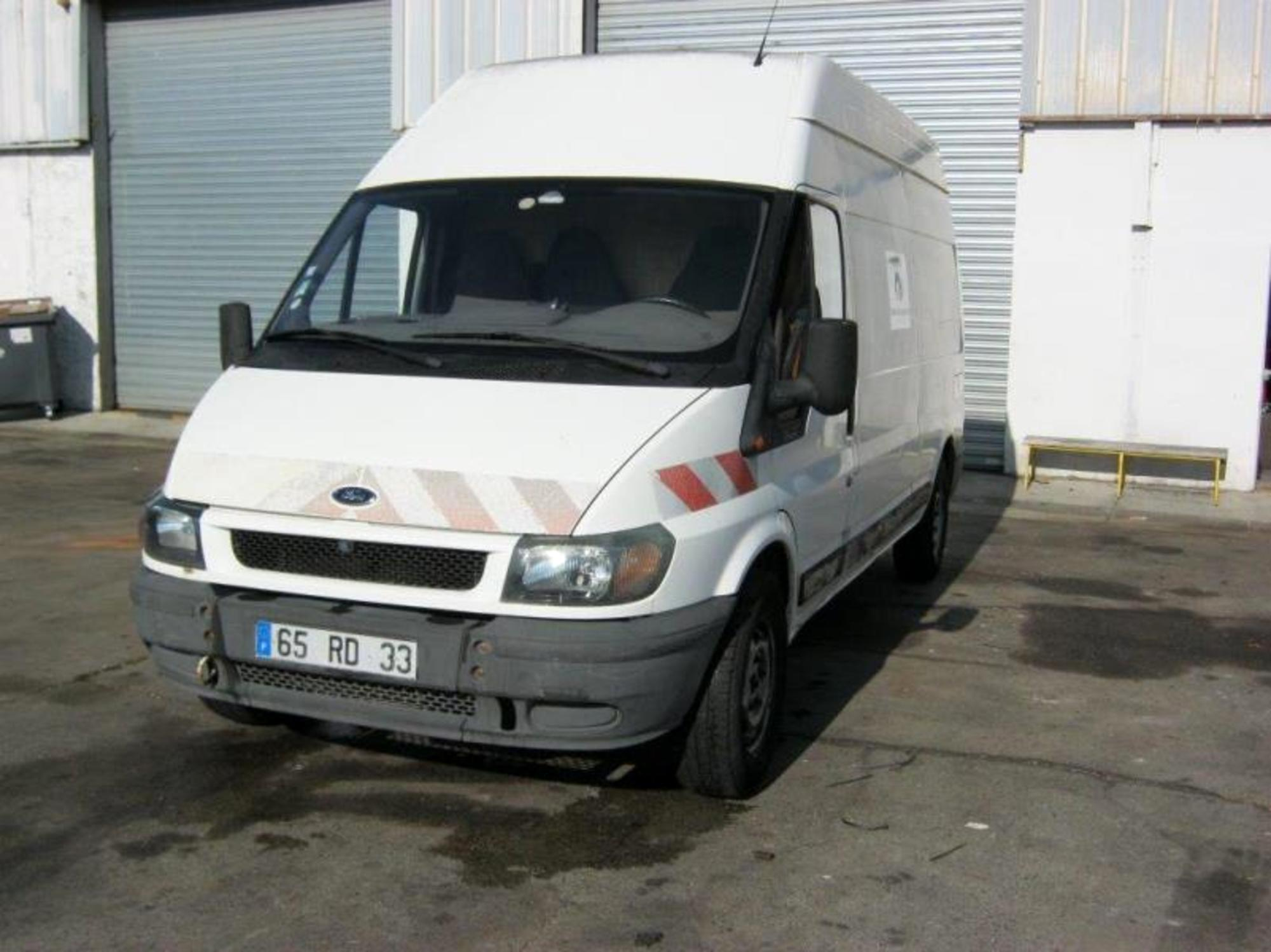 ford transit 330ls90 utilitaire d 39 occasion aux ench res agorastore. Black Bedroom Furniture Sets. Home Design Ideas