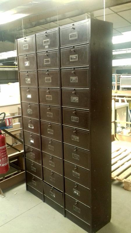 Armoire Metallique Ancienne Rangement D Occasion Aux Encheres Agorastore