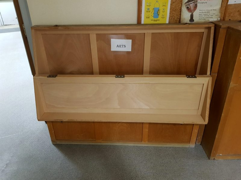caisse de rangement ancienne carte scolaire mobilier scolaire d 39 occasion aux ench res. Black Bedroom Furniture Sets. Home Design Ideas