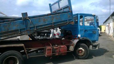 camion benne poids lourd d 39 occasion aux ench res agorastore. Black Bedroom Furniture Sets. Home Design Ideas