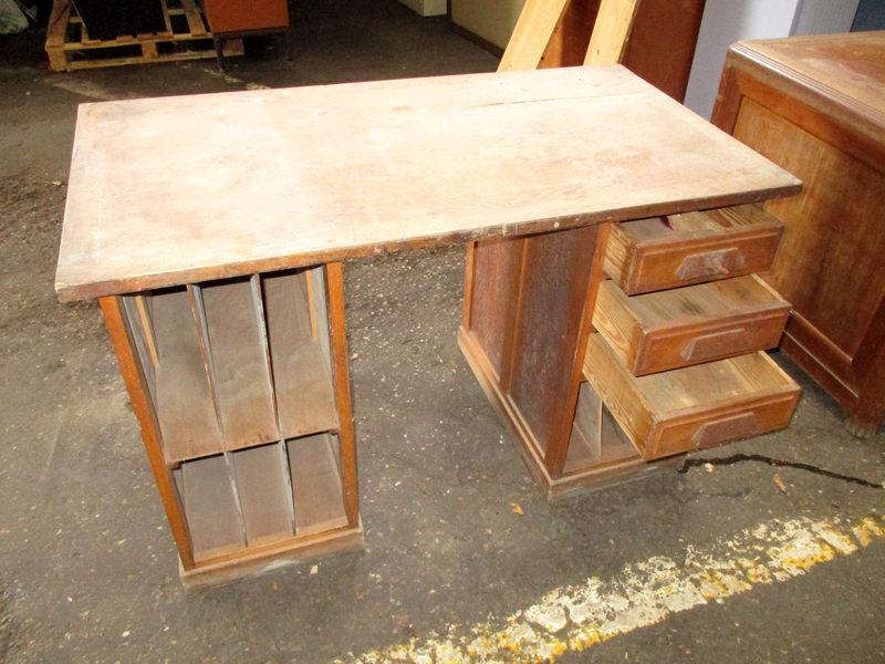 Bureau bois avec tiroirs et cases bureau d occasion aux enchères