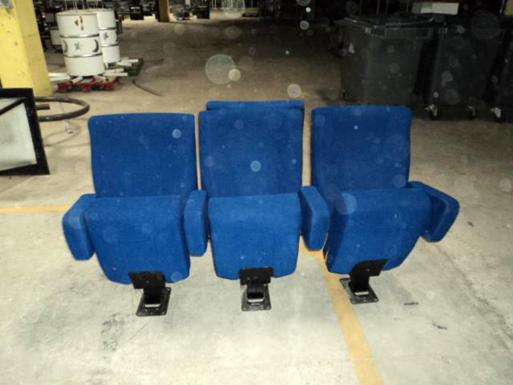 1 rang e de 3 fauteuils de cin ma fauteuil d 39 occasion aux ench res agorastore. Black Bedroom Furniture Sets. Home Design Ideas