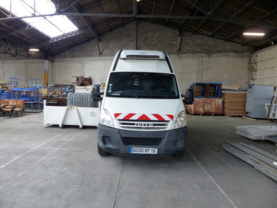 Fourgon Iveco Daily 35S10V caisse isotherme intégrée.