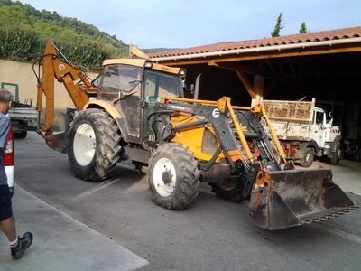 Tracteur Renault + Epareuse Rousseau